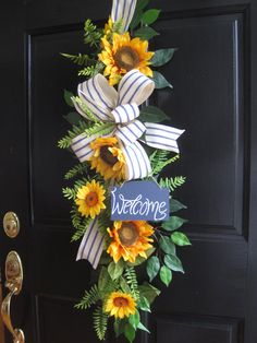 Welcome sign front door diy summer wreath ideas Chalkboard Welcome Signs, Welcome Signs Front Door, Wreaths For Front Door, Door Wreaths, Summer Diy, Summer Swag, Sunflower Wreaths, Sunflower Door Hanger, Year Round Wreath