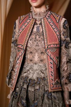 Valentino Spring 2015 Couture Fashion Show Details Couture Mode, Couture Fashion, Runway Fashion, Womens Fashion, Fashion Trends, Valentino Couture, Ethnic Fashion, High Fashion, Street Style