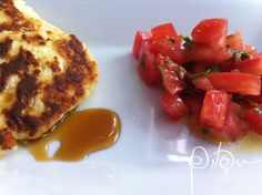 Tostex de ricota com salada de tomates às três pimentas