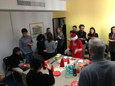 Altro momento mangereccio per Festa di Natale in Via Boezio Roma  http://sphotos-d.ak.fbcdn.net/hphotos-ak-ash3/18908_528689650483124_633851748_n.jpg