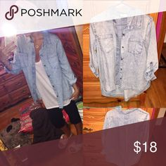 🆕Chambray button down top! NWOT🍂 Brand new without tags never worn size small two front pockets slight acid wash look cute with boots for the fall brand is love notes🎉15% off bundles🎉 PacSun Tops