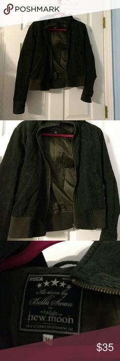 Bella Swan Olive green hooded jacket Seen in Twilight. No signs of wear Jackets & Coats