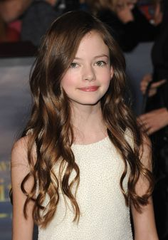 Look at this cutee little girl!!!!!!! How could u not of loved her as Edwards and Bella's child!!!!?