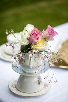 vintage tea party wedding shower - Sweetpea and Ivy wedding decor. Tea Party Theme, Tea Party Wedding, Tea Party Bridal Shower, Party Hats, Pink Vintage, Vintage Tee, Vintage Tea Parties, Vintage Party, Deco Floral