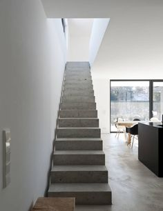 Beton erobert Einfamilienhaus family house on the wörthsee: Modern hallway, hallway & stairwell by g Architectural Features, Staircase Design, Stairways, Home Renovation, Interior Architecture, Home Goods, New Homes, House Design, Home Decor