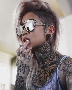 Inked Girls - Famous Last Words Head Tattoos, Girl Tattoos, Tattoos Skull, Foot Tattoos, Sleeve Tattoos, Tattoed Girls, Inked Girls, Tattoo Girl Wallpaper, Girl Face Tattoo