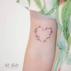New flowers tattoo small heart Ideas Mom Tattoos, Wrist Tattoos, Cute Tattoos, Flower Tattoos, Pretty Tattoos, Beautiful Tattoos, Tattoos For Women Small, Small Tattoos, Nature Tattoos