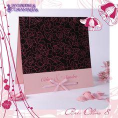 Invitacion de diptico con diseño floreado en color rosa
