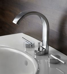 graceful lines in this new faucet from DXV from American Standard #DXVlovesNYC #BlogTourNYC