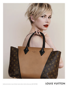via The Neo-traditionalist: Michelle Williams Louis Vuitton Handbag Ad Campaign. Michelle Williams looks amazing. Love the defined messiness of her hair. Lv Handbags, Handbags Online, Louis Vuitton Handbags, Purses Online, Designer Handbags, Designer Purses, Leather Handbags, Handbags 2014, Latest Handbags