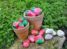 39 Creative Ideas for Painted Rocks for Garden - decortip Painted Garden Rocks, Painted Rocks Kids, Painted Stones, Stone Painting, Diy Painting, Painting Wallpaper, Amazing Gardens, Beautiful Gardens, Pierre Decorative