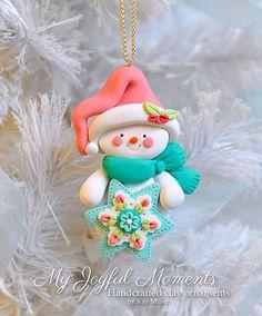 Handcrafted Polymer Clay Snowman Ornament por MyJoyfulMoments