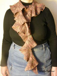 Rüschenschal, gestrickt mit verkürzten Reihen, eigener Entwurf  Material: melierte Sockenwolle