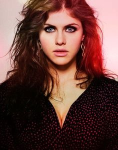 Alexandra Daddario is a perfect Anastasia Steele in my opinion. Innocent enough with that sexual edge. Beautiful Eyes, Most Beautiful, Beautiful Females, Gorgeous Women, Alexandra Daddario Images, Divas, Flawless Beauty, Poses, Sensual