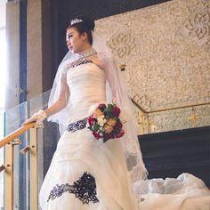"#prewedding #preweddingbandung #preweddingjakarta #preweddingphoto #weddingdress #weddingphotography #weddinggown #weddingvenue #preweddingmakeup #preweddingshoot #bridalmakeup #bridalphotography  please follow @fotomentah ""capture your happy moments"" loc : @goldenflowerhotel flowerhotel Mod : @sheerley_ariesty Mua: @amimothiw http://gelinshop.com/ipost/1524511245591803227/?code=BUoJuaRlnVb"