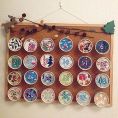 女性で、4LDKのナチュラルキッチン/ダイソー/子供のために/お菓子を毎日楽しみに…/クリスマス…などについてのインテリア実例を紹介。「100均プリンカップで作ったアドベントカレンダー、今日出しました(^o^)」(この写真は 2014-12-01 15:57:22 に共有されました)