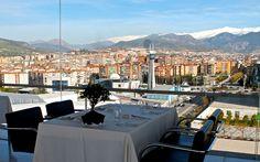 Abendessen mit Blick auf die Stadt Granada und die Sierra Nevada