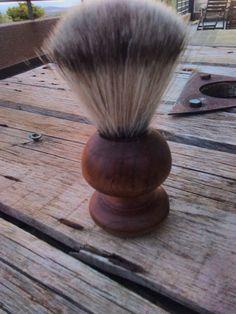 Χοιροποιητο πινέλο ξυρίσματος από ξύλο καρυδιά. Με θυσσανό συνθετικό απομίμηση αλόγου!!