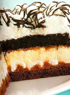 ME ENCANTA EL CAFÉ: Torta Brownie de crema, Chocolate y Café Choco Chocolate, Crema Chocolate, Sweet Recipes, Cake Recipes, Dessert Recipes, Cupcakes, Cupcake Cakes, Yummy Snacks, Delicious Desserts