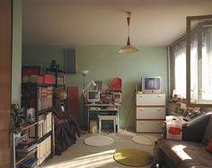 Die Bewohnerin des Appartements Nr. 32 im sechsten Stock ist eine Person des öffentlichen Lebens und will daher nicht erkannt werden. Ihre Wohnung offenbart allerdings eine große Leidenschaft: Bücher.