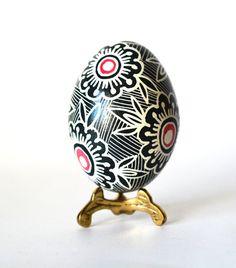 black and White whimsical home decor, howwolegg shell DIY Easter decor,make a centerpies from real chicken eggs, Ukrainian Pysanka,black egg