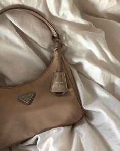 Cream Aesthetic, Classy Aesthetic, Brown Aesthetic, Bling Bling, Mode Poster, Accessoires Iphone, Accesorios Casual, School Looks, Cute Bags