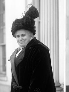 Anna Howard Shaw Pt. 3 After meeting Susan B. Anthony in 1888, she devoted her oratorical talents full-time to the woman suffrage cause and served as president of the National American Woman Suffrage Association from 1904 to 1915.  http://upload.wikimedia.org/wikipedia/commons/5/5b/Anna_Howard_Shaw_crop.jpg