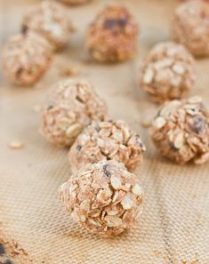 Homemade granola bites, make them #lowFODMAPs by using maple syrup and chocolate chips instead of honey and raisins