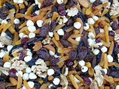 Smart snacks give you fuel for your day. Trail mix has a good blend of healthy carbs and protein, in addition to vitamin B1, which helps turn carbs into fuel for your body 💪
