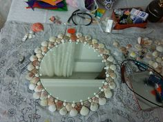 Deniz kabuğu süslemeli ayna Mobiles, Shell Frame, Shell Crafts, Stone Art, Beach Themes, Sea Shells, Diy And Crafts, Mirror, Platter