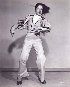 CARMEN AMAYA.- (Follow the boys). Pelicula en blanco y negro, del director Edward Sutherland, estrenada en Hollywood en 1944 y producida por Universal Studios, con la colaboración de Orson Welles y Marlene Dietrich, conocida en España como SUEÑOS DE GLORIA y en la que la gran CARMEN AMAYA dió a conocer internacionalmente su arte flamenco.