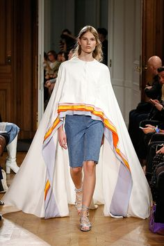Confira o desfile de primavera-verão 2017 da Vionnet que foi apresentado na Semana de Moda de Paris