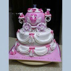 Bolo para festa Cinderella em cor de rosa por Sweet Natalyn