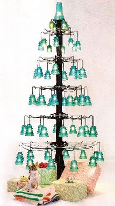 Over 30 creative ideas with vintage glass insulators # decoration .- Over 30 creative ideas with vintage glass insulators # decorationideas - Retro Vintage, Retro Chic, Upcycled Vintage, Repurposed Items, Noel Christmas, Vintage Christmas, Christmas Crafts, Christmas Decorations, Frugal Christmas