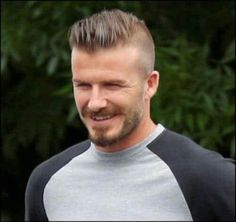 50 David Beckham hair styles - we have fohawks, all his dyed blonde hairstyles, the shaved sides look, the spiky hair that was crazy popular, & lots more! Girls Short Haircuts, Haircuts For Men, David Beckham, Bob Balayage, Short Hair Cuts, Short Hair Styles, Mohawk For Men, Haircut For Big Forehead, Big Forehead Hairstyles Men