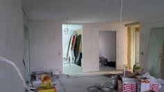 Olohuone nauhoituksen, ylitasoituksen ja pohjamaalauksen jälkeen.