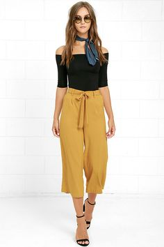 The Sunny Stroll Mustard Yellow Culottes are sure to brighten up your day! A tying waist (with elastic at back) tops these chic woven culottes in a bold mustard yellow hue. Front diagonal pockets.