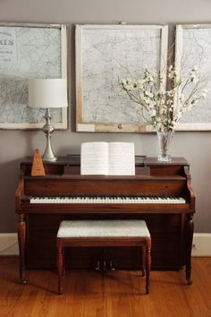 A cozy spot in the home. Complete with vintage map art, flowers, and a pretty upright piano Brought to you by Carrie Moe Piano Living Rooms, Home Living Room, Living Room Decor, Piano Room Decor, Decor Room, Wall Decor, Home Renovation, Home Remodeling, Piano Y Violin