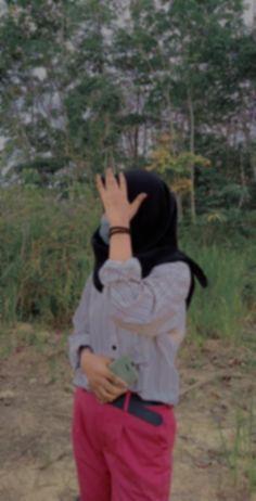Quran Wallpaper, Cute Girl Photo, Sad Girl, Aesthetic Girl, Girl Photos, Ulzzang, Candid, Cute Girls, Girl Fashion