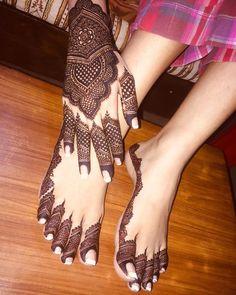 Wedding Henna Designs, Pretty Henna Designs, Henna Designs Feet, Floral Henna Designs, Back Hand Mehndi Designs, Mehndi Designs For Girls, Mehndi Designs For Beginners, Mehndi Designs For Fingers, Mehndi Design Images