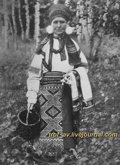 oI< Женщина в праздничном костюме Касимовского уезда Рязанской губернии, 1900е г.