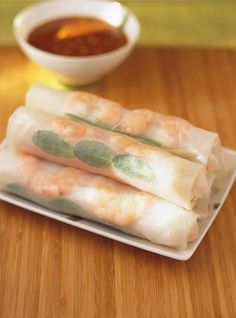 Shrimp Spring Rolls with peanut and sesame sauce dips recipe. Spring Roll Peanut Sauce, Chefs, My Favorite Food, Favorite Recipes, Appetizer Recipes, Appetizers, Asian Recipes, Healthy Recipes, Ricardo Recipe