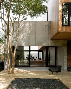 christopher robertson overlaps concrete + timber volumes in texas home