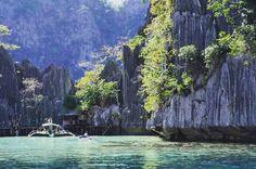 Pure Philippines (@puurfilipijnen) op Instagram: 'Wanna swim here?! #amazing dramatic views of huge limestones and #clearwater in #elnido 💙💙💙🌴☀️…'