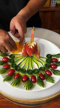 Easy Food Art, Food Art For Kids, Diy Food, Amazing Food Decoration, Amazing Food Art, Fruit Tray Designs, Food Sculpture, Fruit And Vegetable Carving, Food Carving