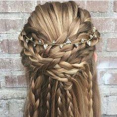 WEBSTA @ fashionistaoverdose - Cabelo de princesa! ✨ Sim ou não?..#hair #cabelo #cabelos #cabelotop #cabelosdivos #penteados #cabelonovo #trancas #braid #braids #hairdos #cabeloloiro #loiro #loira #loiras #updos #penteado #loiros #hairdo #instahair