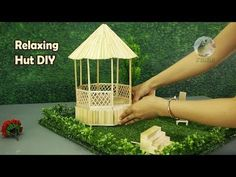 Building a Relaxing Hut Ice Lolly Stick Crafts, Popsicle Stick Crafts House, Ice Cream Stick Craft, Popsicle Sticks, Craft Stick Projects, Craft Projects For Adults, Craft Stick Crafts, Fairy Furniture, Miniature Furniture