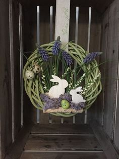 Grapevine Easter wreath with bunny Diy Spring Wreath, Spring Crafts, Easter Arts And Crafts, Easter Table Decorations, Easter Wreaths, Flowers, Rattan, Free Images, Bunny