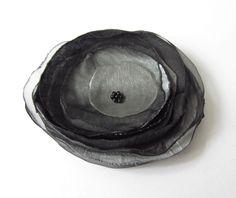 Anstecker Satin-Organza-Blüte schwarz-grau von soschoen auf DaWanda.com