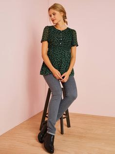 Rural style for this nursing blouse! Floral motif, smocks and lovely ruffles: soft details to wear during this post-pregnancy period! Maternity and nursing pr Pregnancy Period, Post Pregnancy, Maternity Sale, Green Blouse, Floral Motif, Printed Blouse, Smocking, Nursing, Ruffles
